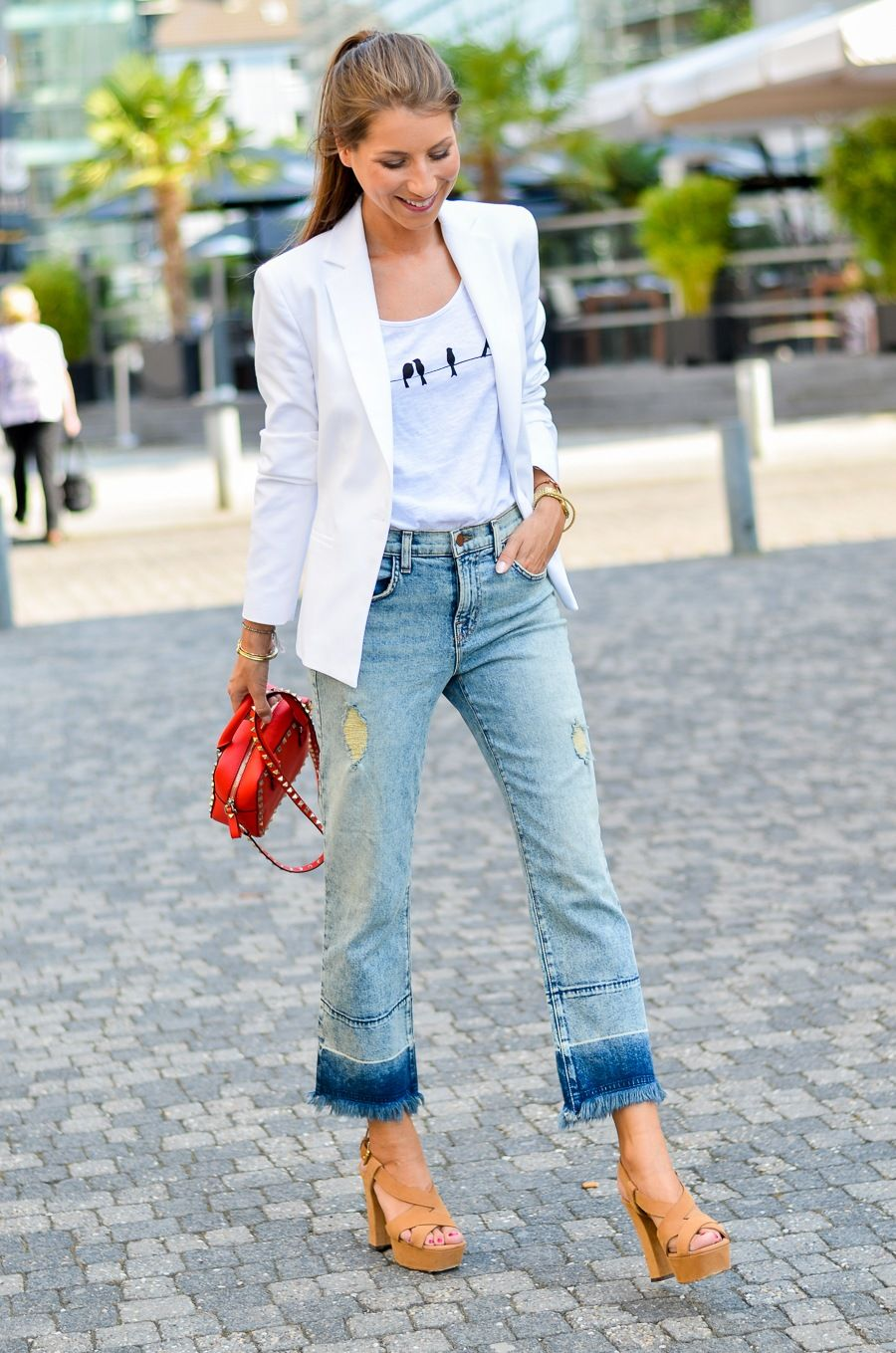 2211483c Cropped jeans flared fringes outfit how to wear blazer white platform  sandals red bag brand fashion blogger