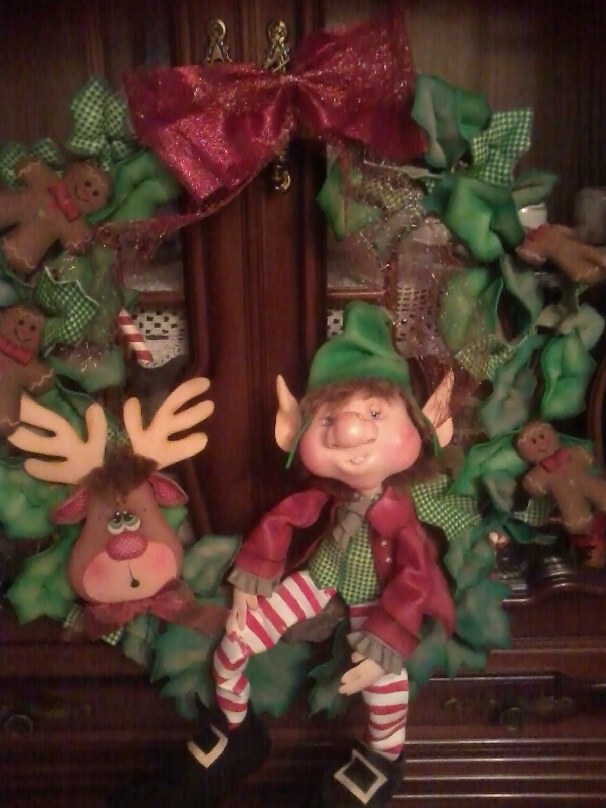Corona con duende de navidad en goma eva navidad - Coronas de navidad ...