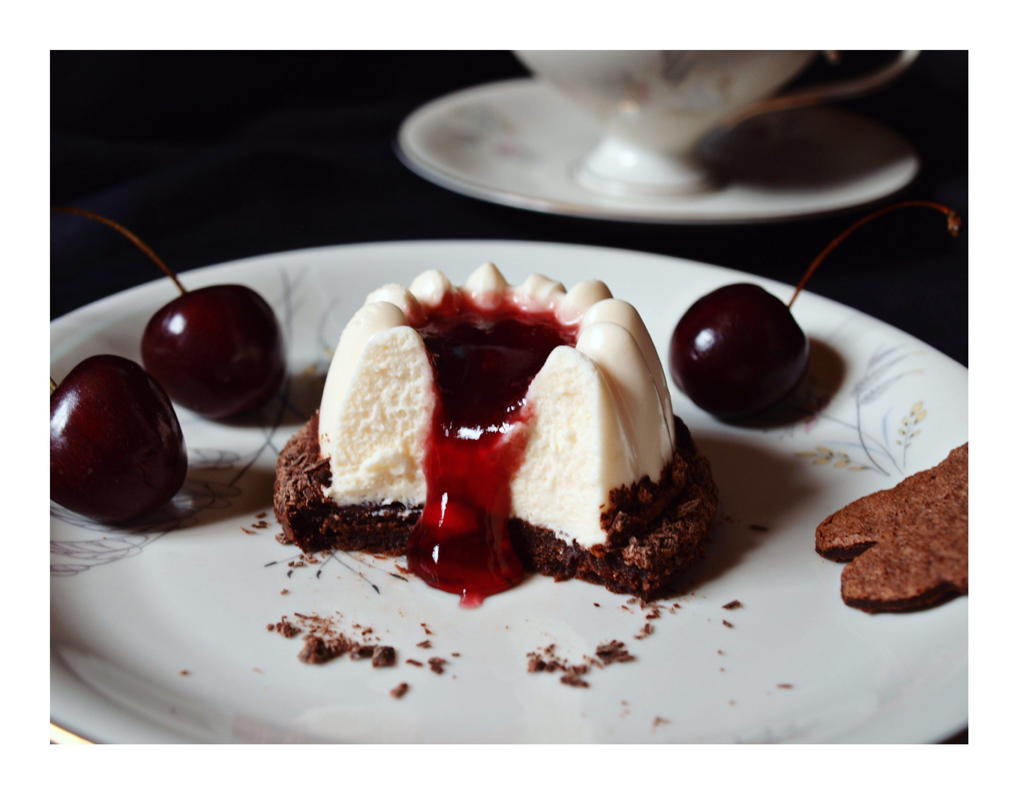 Kirsch-Schokoladen-Törtchen mit Mascarpone-Mousse / Cherry Chocolate Cakes with Mascarpone Mousse