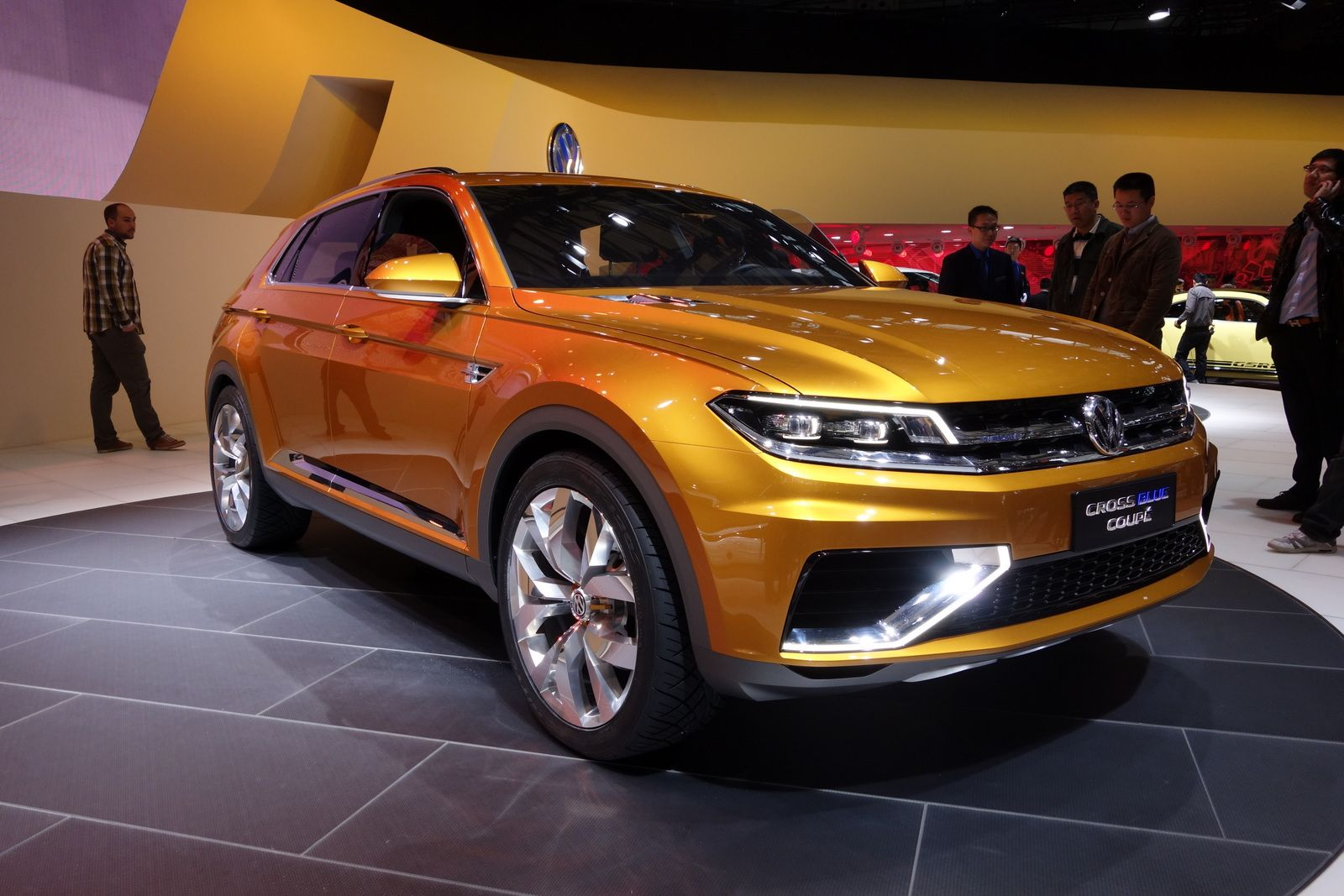 Volkswagen bold hybrid concept of suv the crossblue coup concept is premiered in the