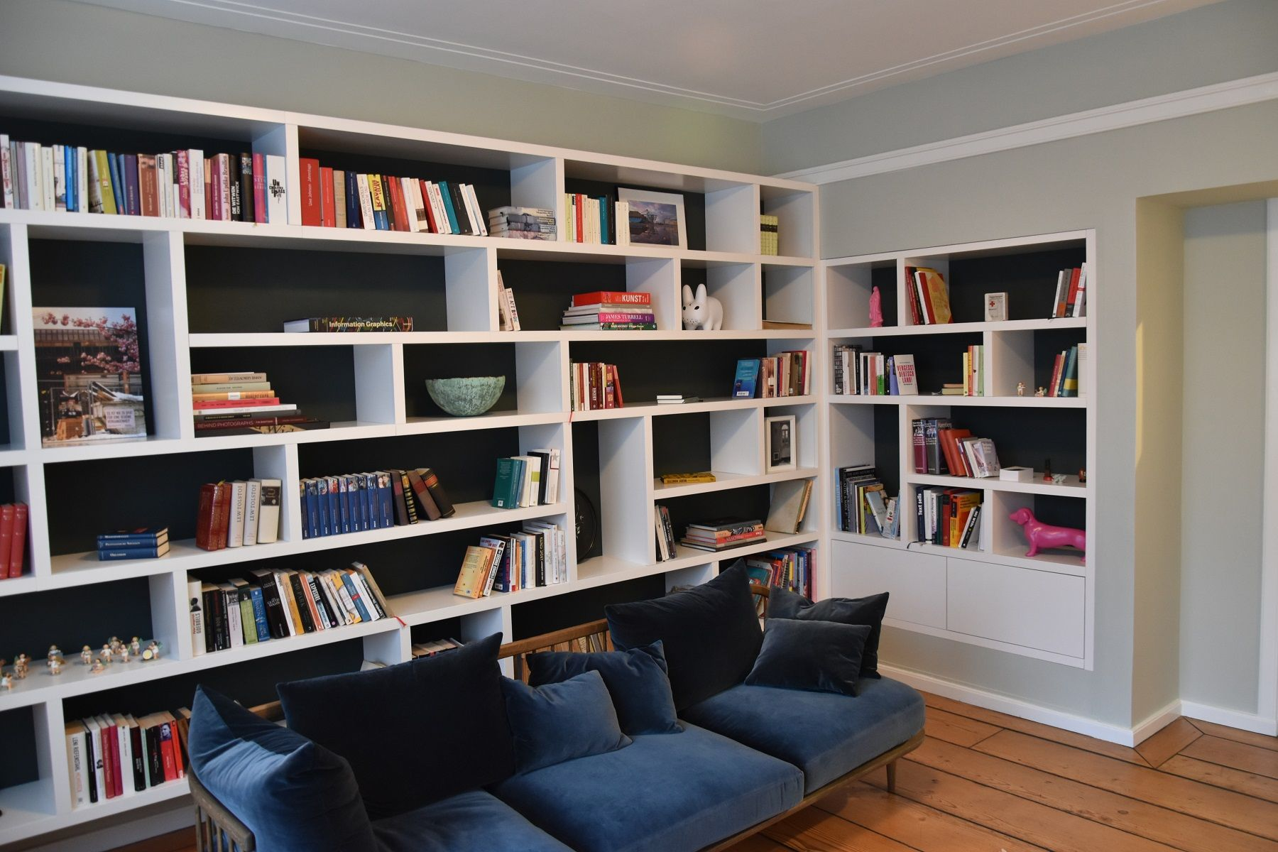 Modern bookcase moderne boekenkast maatwerk vakken different