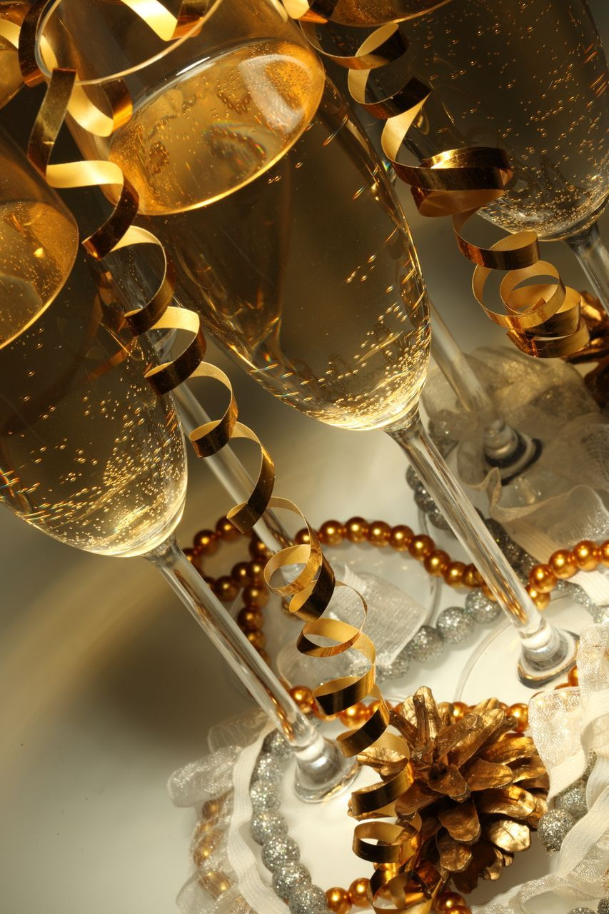 Who will be sipping on Sparkling wine this NYE? | Sfondi