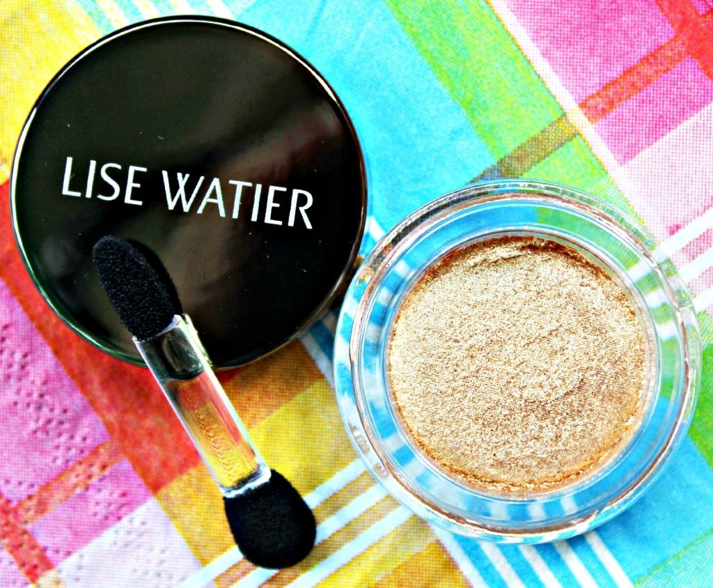 Ombre Souffle Supreme Eyeshadow in Wonderland. Lise Watier Eden Tropical Summer 2014 Collection. #makeup #beauty #cosmetics #beautyblogger #bbloggers #makeupreview #canadian #lisewatier #gold #eyeshadow