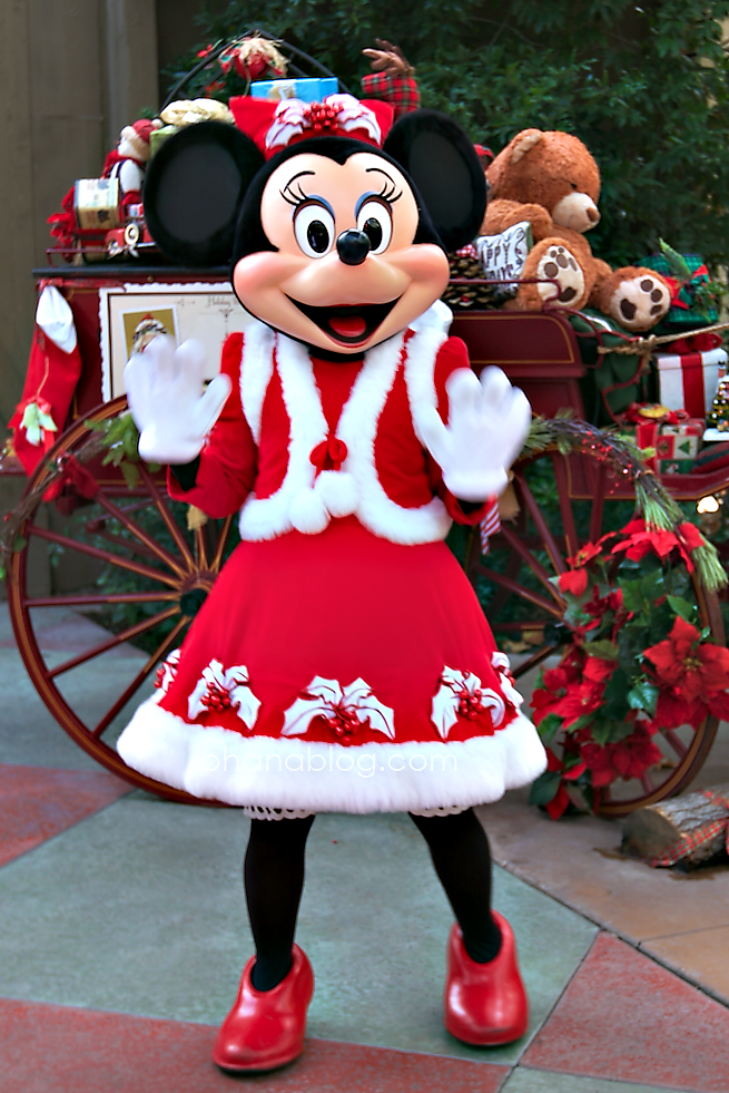 Christmas Minnie Mouse Disneyland.Disneyland At Christmas Time Minnie Mouse All Decked Out