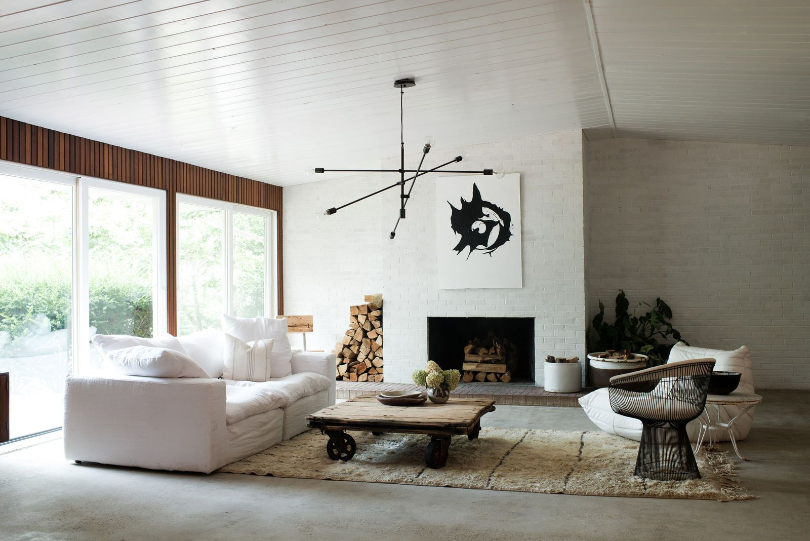Furniture layout for Living room. This updated mid-century modern ...