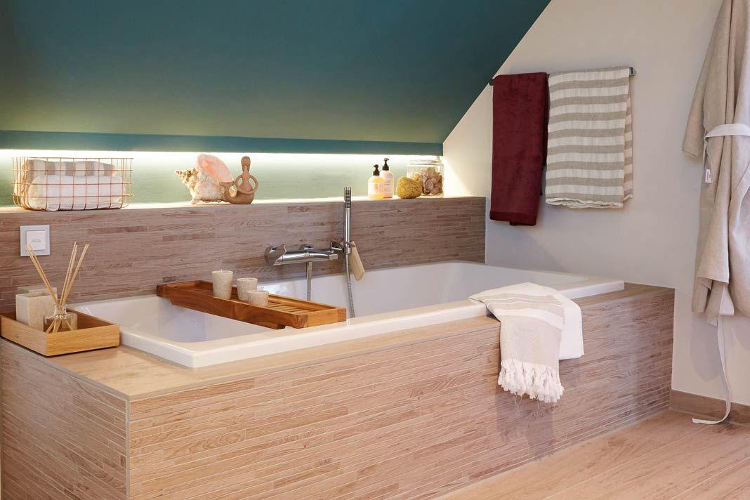 indirekte beleuchtung und nische neben der badewanne. Black Bedroom Furniture Sets. Home Design Ideas