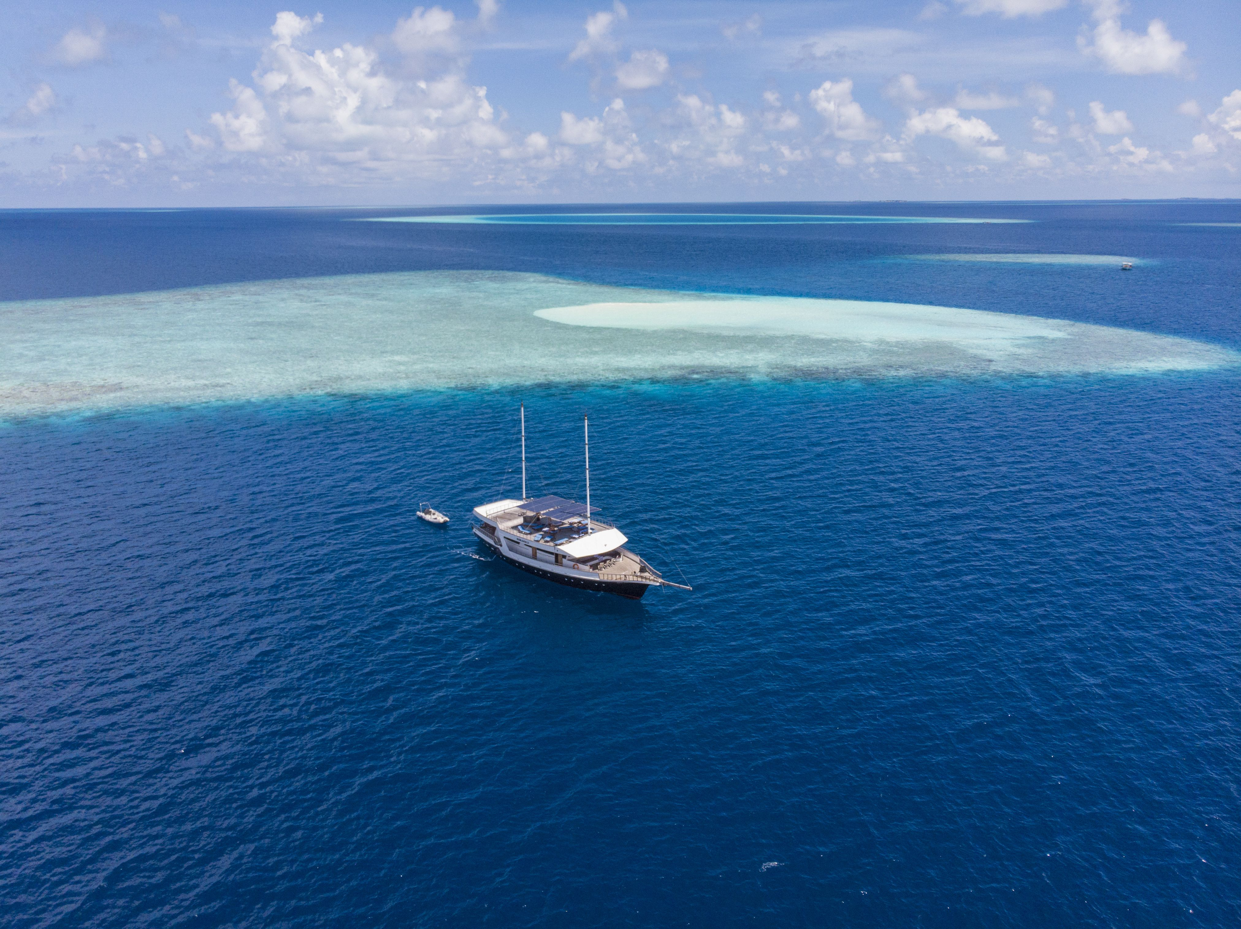 Departing the sandbank and on the way for deserted Island