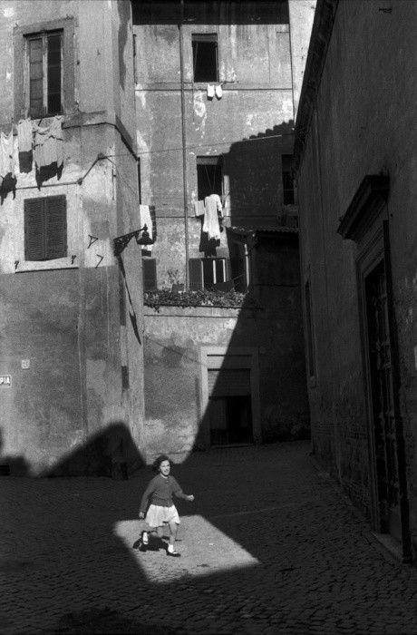 Henri Cartier- Bresson. Quando surge um palco no recorte da luz.