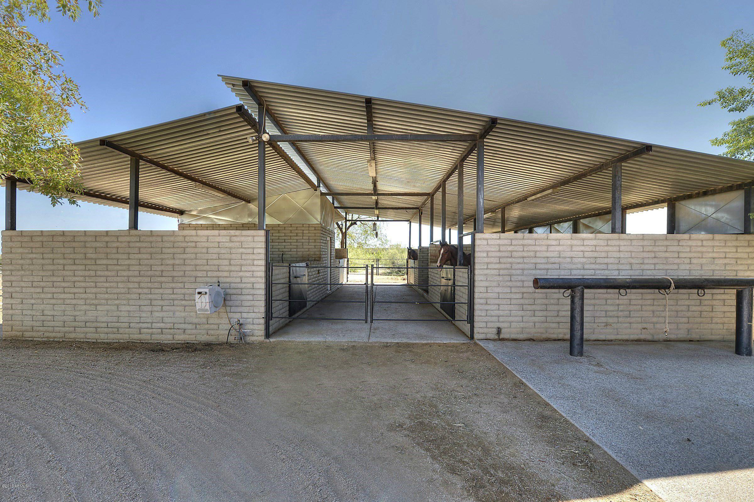 Cinder block barn barn exterior pinterest cinder for Cinder block garage plans