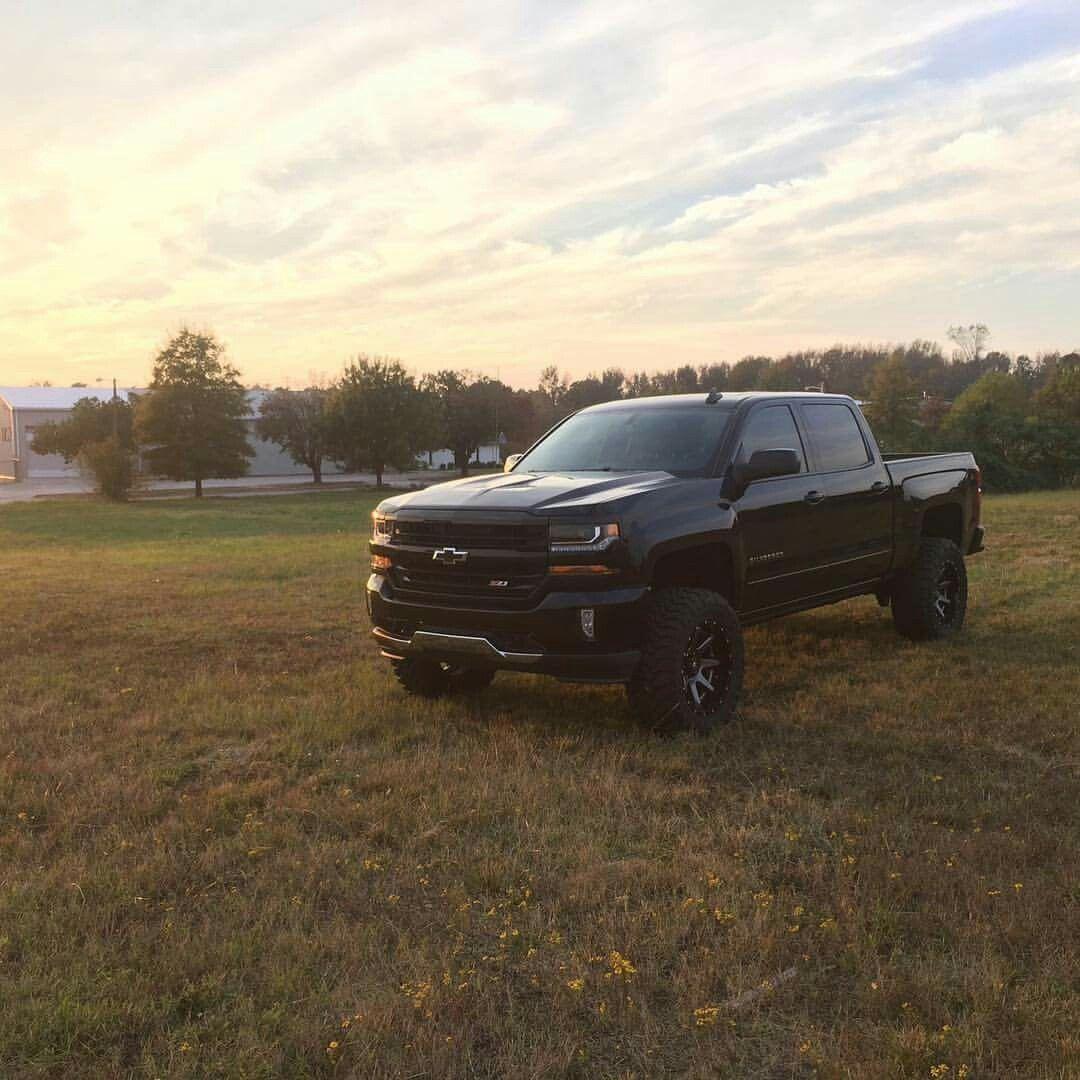 2016 Chevrolet Silverado 1500 Z71 Lifted With 20x10 Fuel 2pc Wheels New Chevy Truck Lifted Chevy Trucks Chevy Trucks