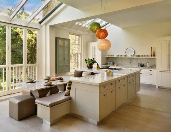 Kücheninsel gestalten fliesen hängelampen kugel bunt natur - fliesen küche modern