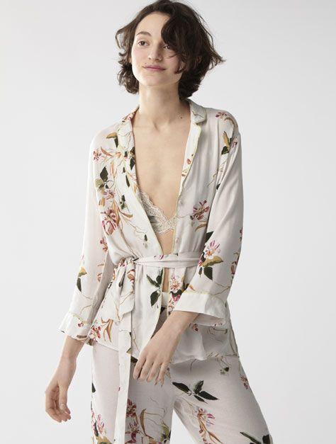 Las Novedades En Ropa Para Estar En Casa En Oysho Online Compra Lo último En Ropa Para Dormir Y Estar En Casa Modelos Para Cada Tip Fashion Women Kimono Top