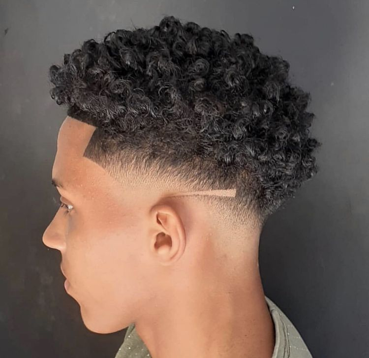 Pin By Jonathan Jimenez On Peinado Para Hombres Taper Fade Curly Hair Faded Hair Curly Hair Taper