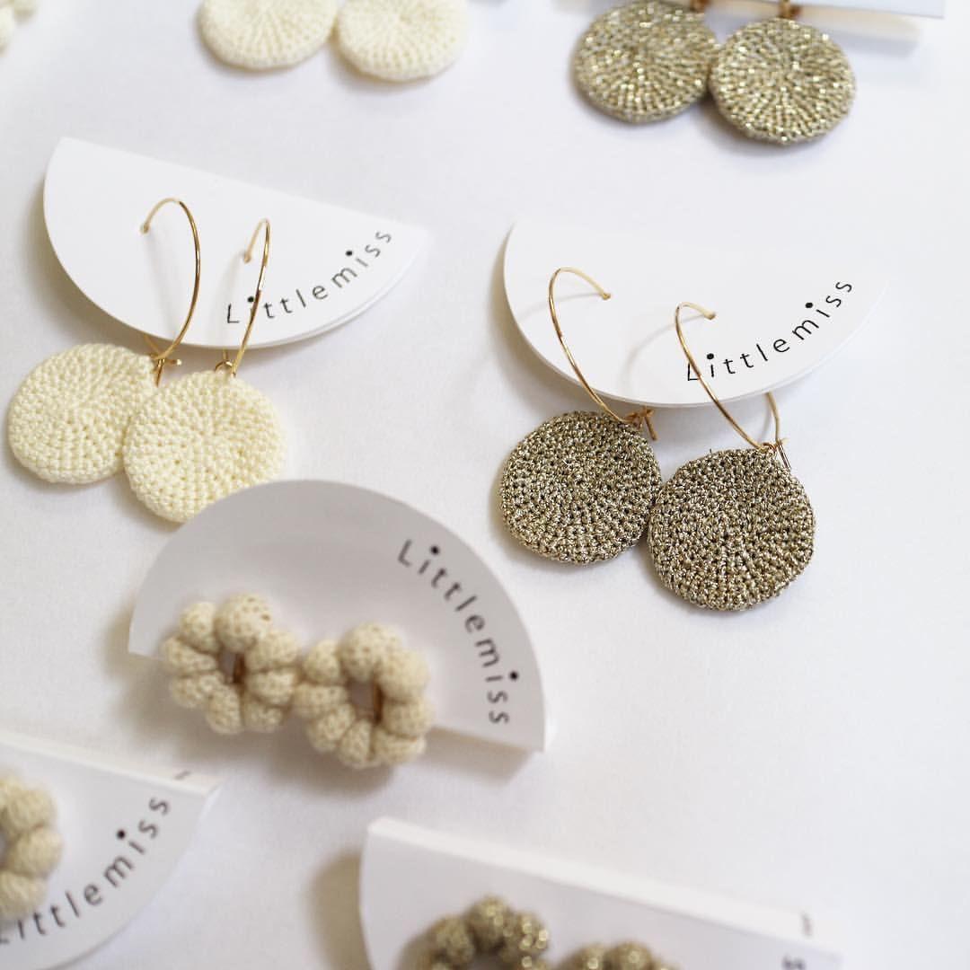 """129 Me gusta, 2 comentarios - Littlemiss ○ Maiko Urada (@atelier_littlemiss) en Instagram: """"ARETHAさまには、コイン大粒の耳飾りもお届けしています◯◯ ・ いまのlittlemissのラインナップの中で、自分が一番好きなアイテム。2度目のお届けです☺︎☺︎ ・ #earrings…"""""""