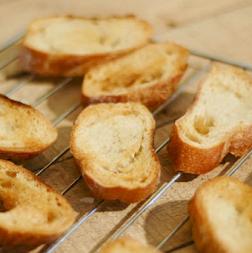 طريقة عمل التوست محمص للسلطه Toast Food Breakfast Toast