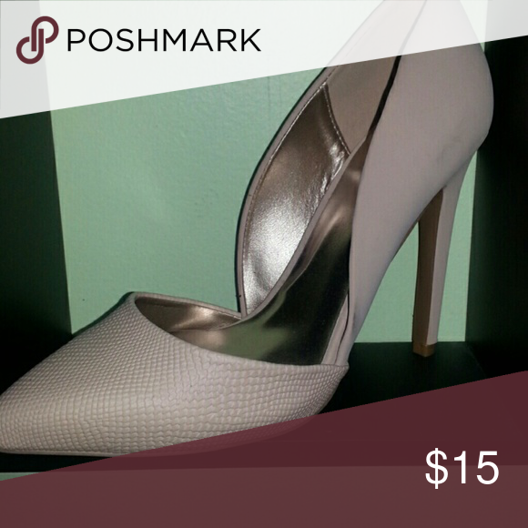 Pink heel Never worn! Wrong size. Size 8 great condition! Great going out shoe! Make me an offer:) Shoes Heels