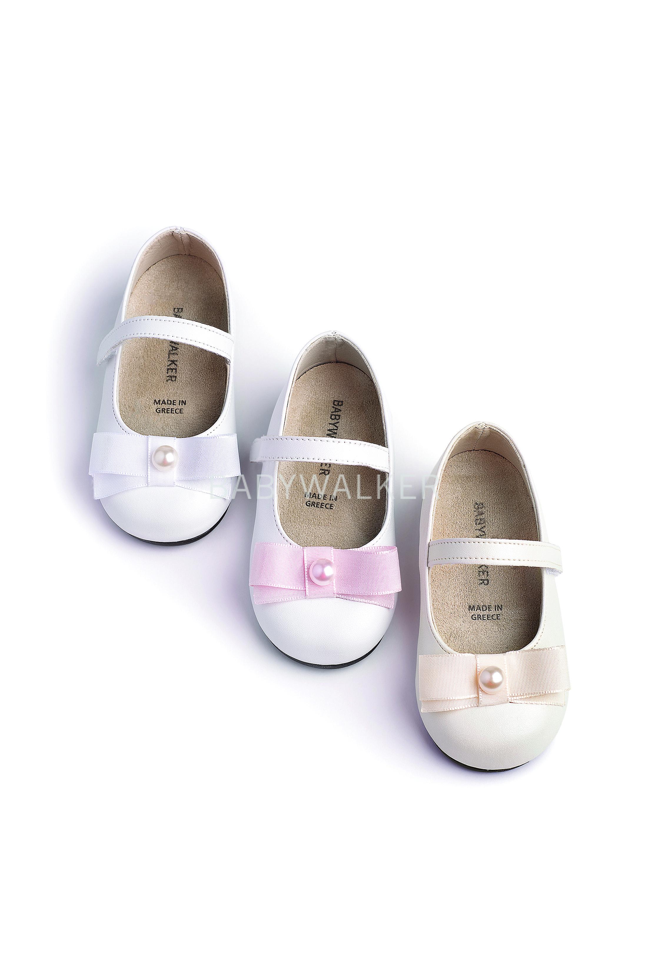 fb6ef5346aa Βαπτιστικό παπούτσι Babywalker για κορίτσι από περλέ και ματ συνθετικό  δέρμα σε εκρού και λευκό.