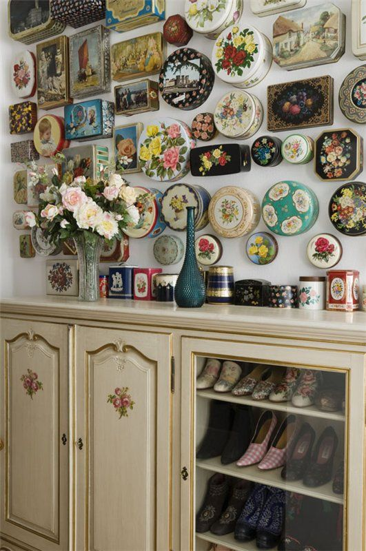 Love this idea - displaying collections of vintage tins for wall art!    -