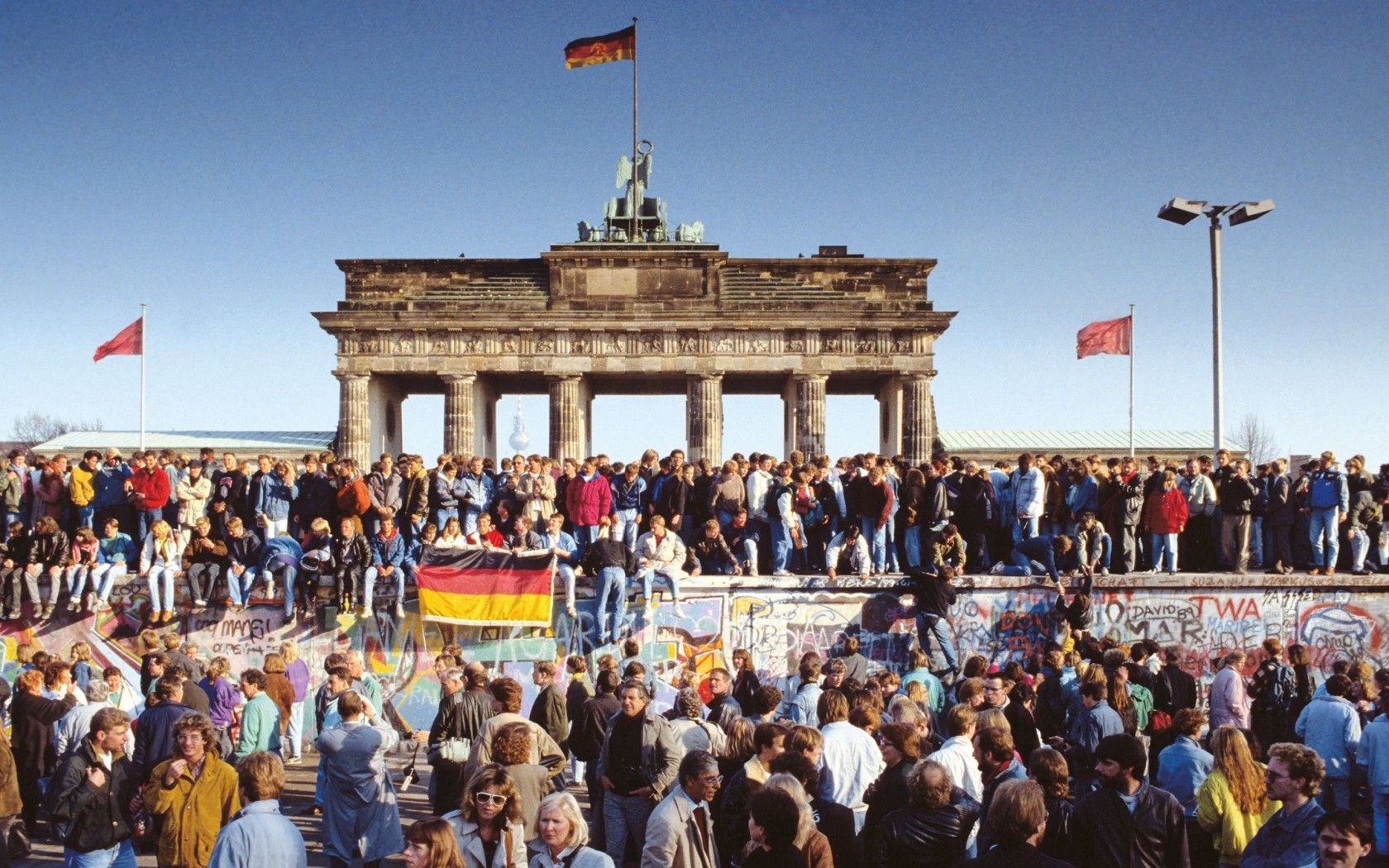 25 years ago today reunification of east west germany on berlin wall id=52918