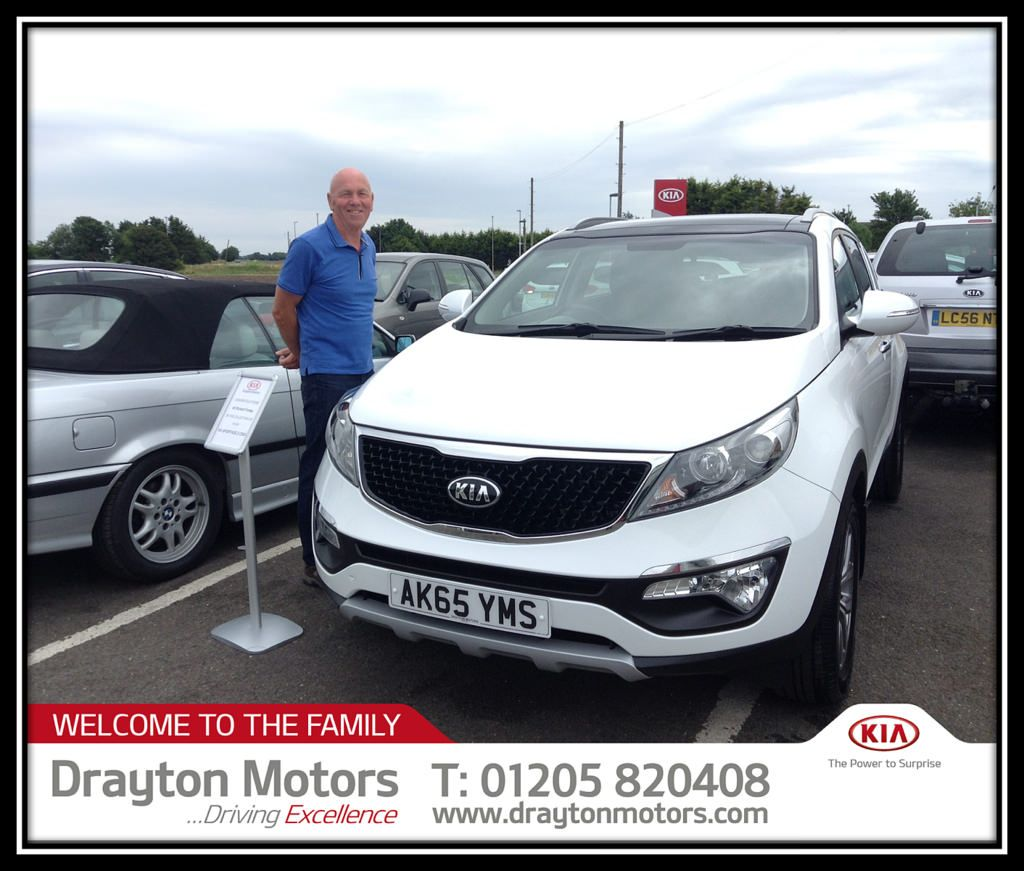 Mr Forsey Collecting His Kia Sportage 1 7 2 From Richard Sportage Kia Sportage Kia