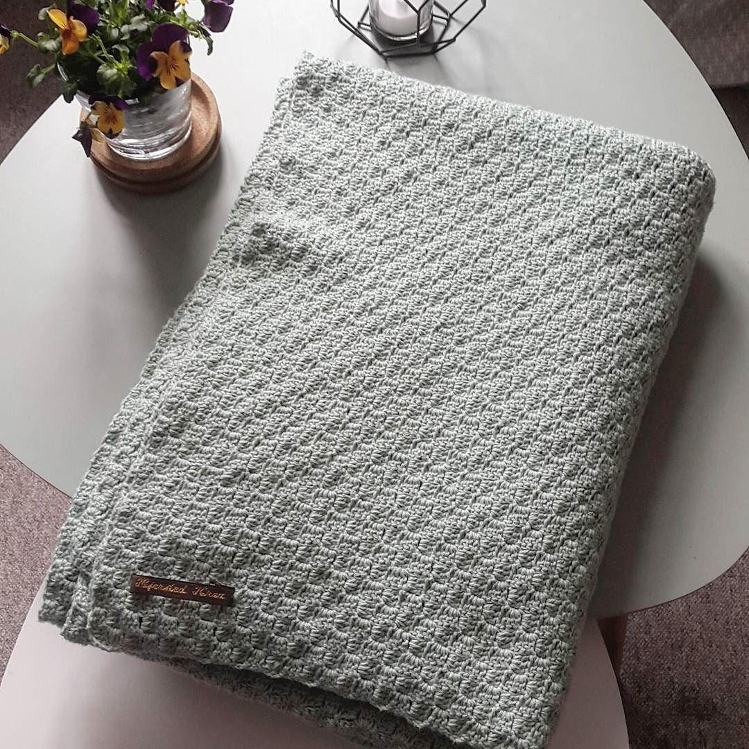 Så blev tæppet færdigt! Jeg elsker mit nye hyggetæppe!  #crochet #crochetblanket #blanket #færdigtprojekt #klartilnogetnyt by hjerstedkrea
