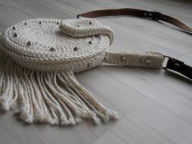 Olá!   Então, fiz esta bolsa inspirada no estilo Bohochic, tão em voga no momento. O desafio aqui foi misturar crochê e aviamentos. No croc...