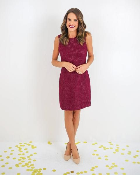 So sophisticated and chic in tweed! Our Connie Tweed Dress is classy and elegant in a shift silhouette and sleeveless cut. We love the subtle taupe contrastthr