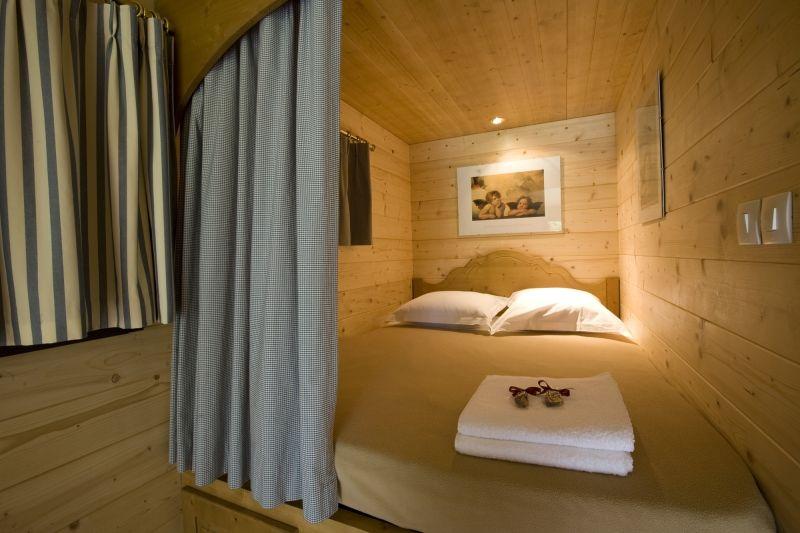 roulottes camping caravans camper pinterest lit en alc ve alc ve et roulotte. Black Bedroom Furniture Sets. Home Design Ideas