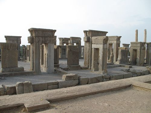 Complex Of Darius 1 And Xeres C 521 465 Bce Persepolis Note Hypostyle Hall Lost City Places Around The World Natural Landmarks