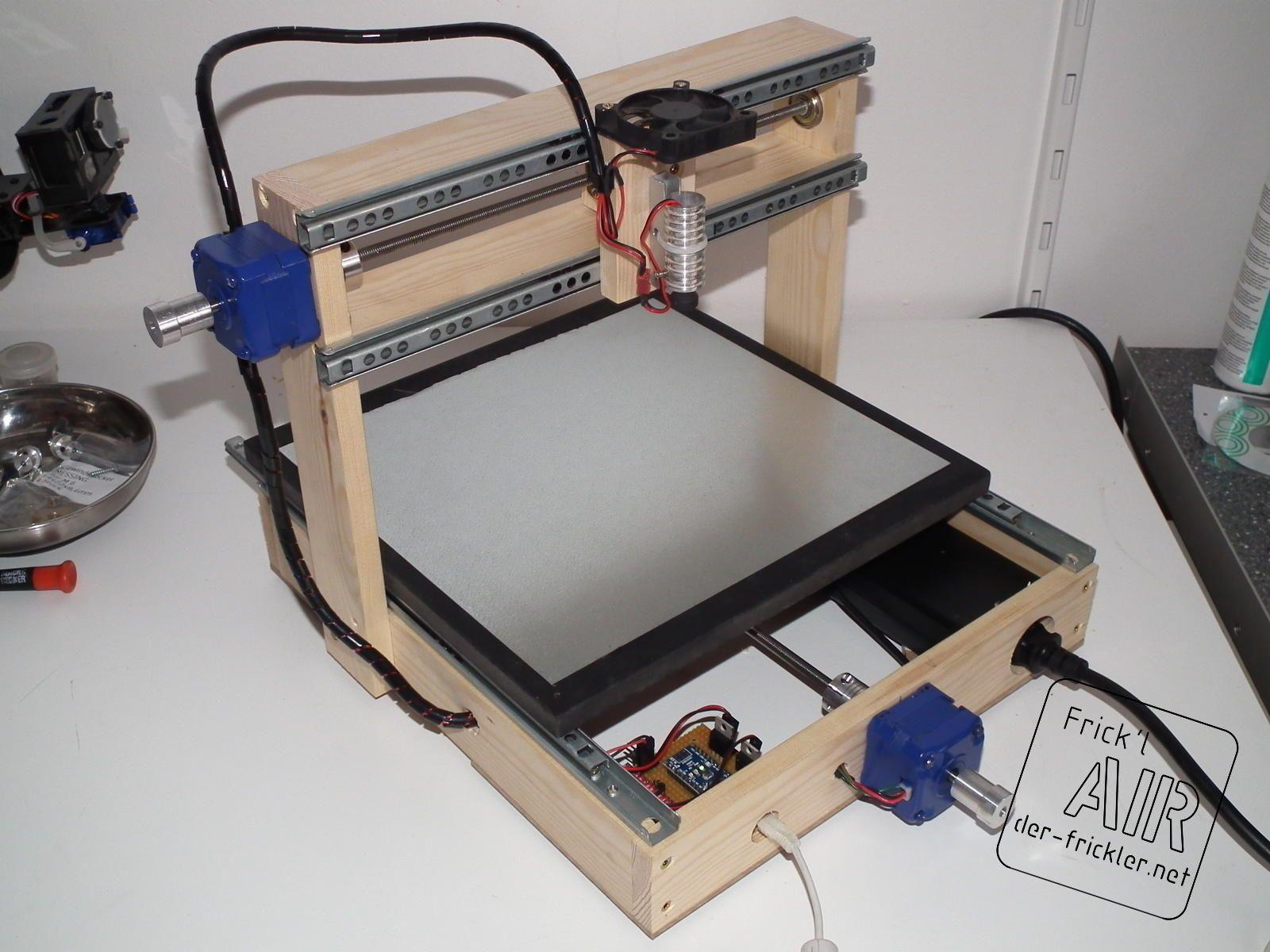 Gut bekannt Joannes vient de fabriquer une machine CNC de gravure laser qu'il  XU79