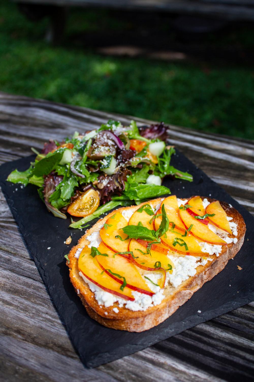 Vegan Ricotta Peach Tartine Use Kite Hill Ricotta In 2020 Vegan Ricotta Vegan Recipes Ricotta Recipes