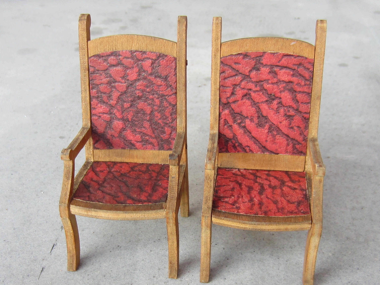 Un preferito personale dal mio negozio Etsy https://www.etsy.com/it/listing/536194428/2-vintage-antique-dollhouse-chairs