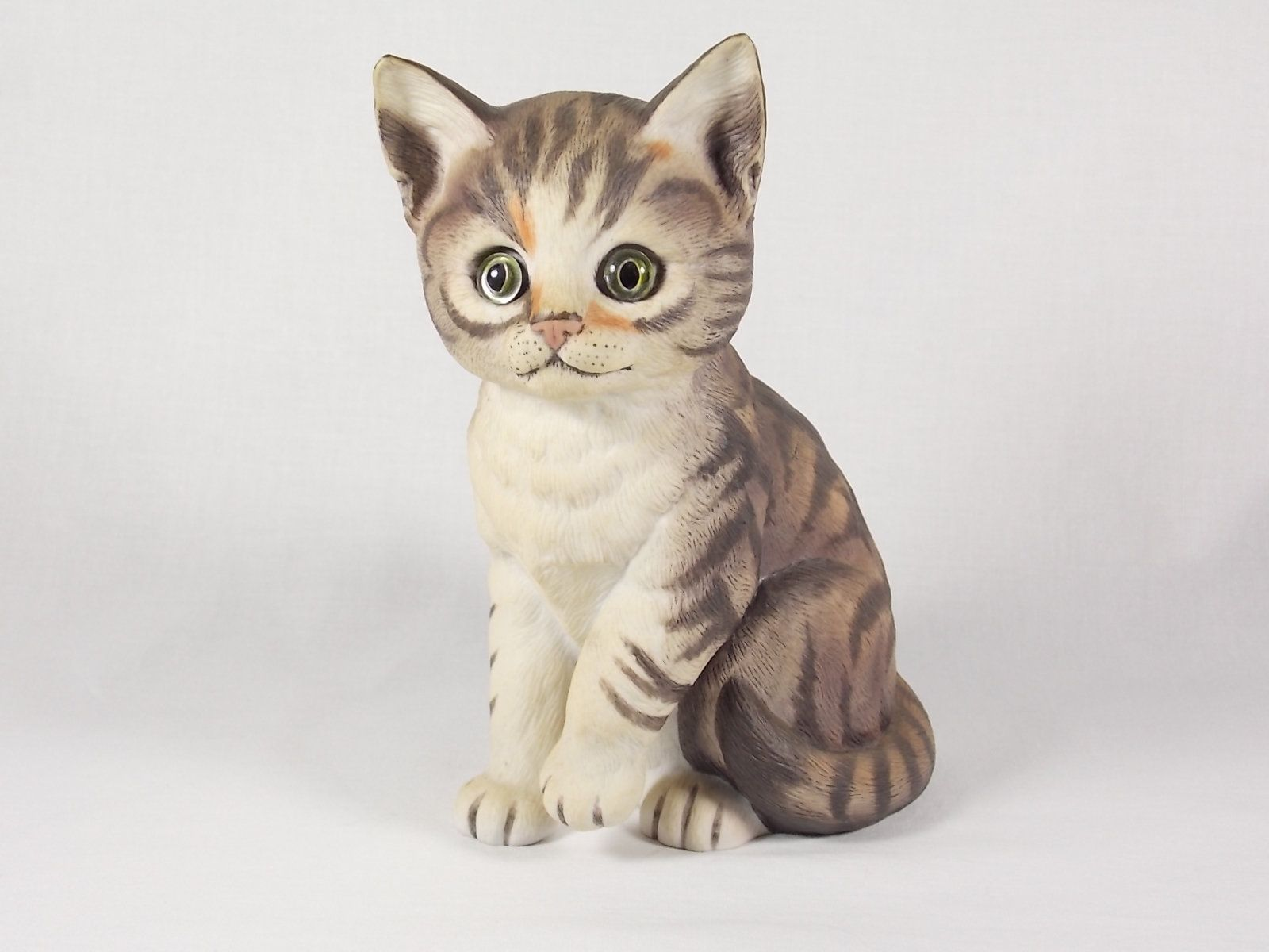 Avon Gotta Getta a Gund My Name Is Tabby The Cat Medium Plush Stuffed Animal