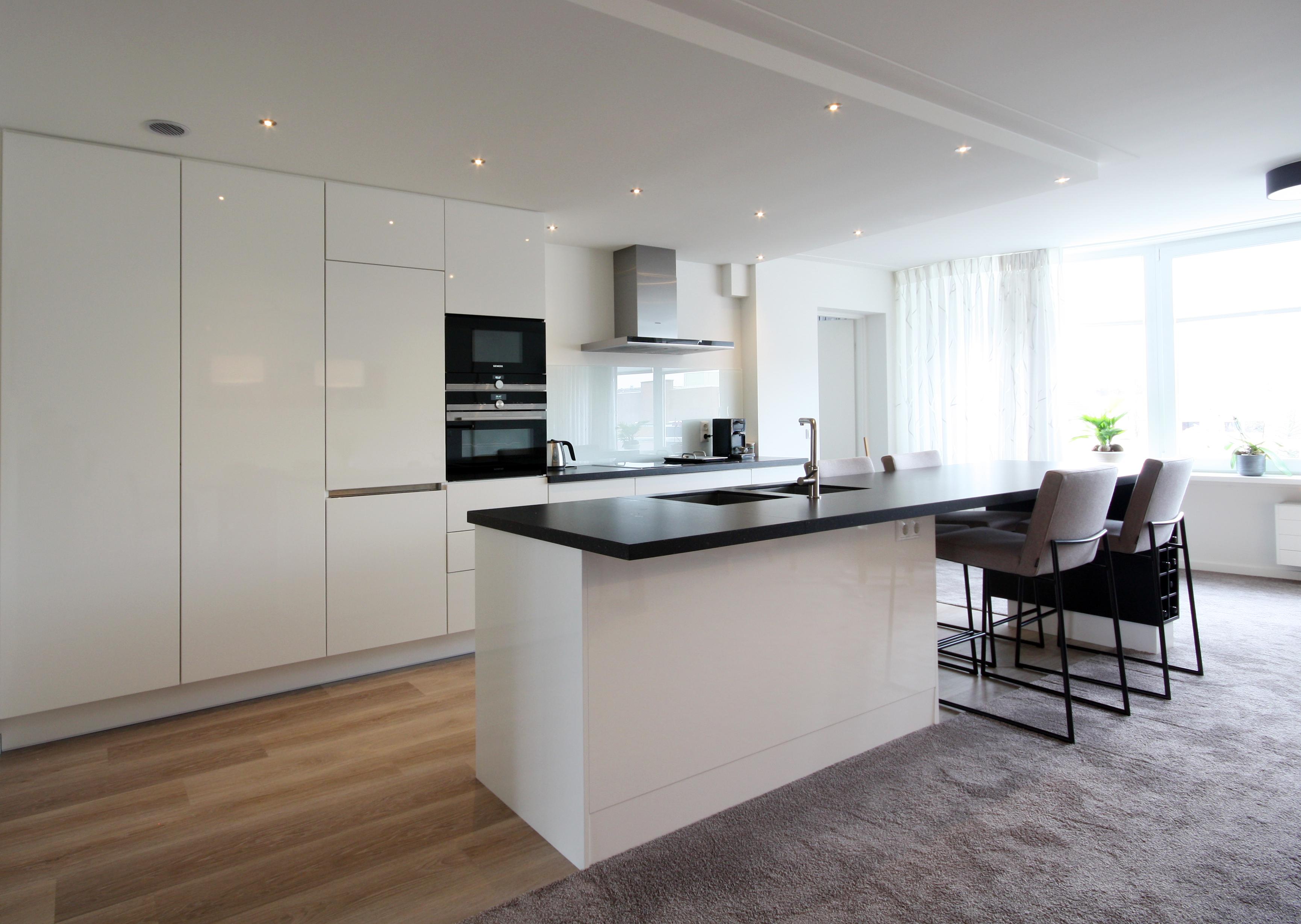 Led Spots Keuken : Maatwerk keuken verlaagdplafond met dimbare ledspots. in de keuken