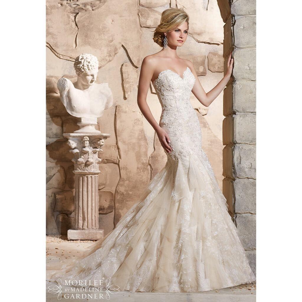 Torstaille 19.5.2016 löytyy vielä vapaita sovitusaikoja!  Varaa oma aikasi numerosta 092419770! #niinatar #loves #morilee #häät #juhlat #hääpuku #häämekko #pitsi #wedding #weddingdress by niinatarbridalshop