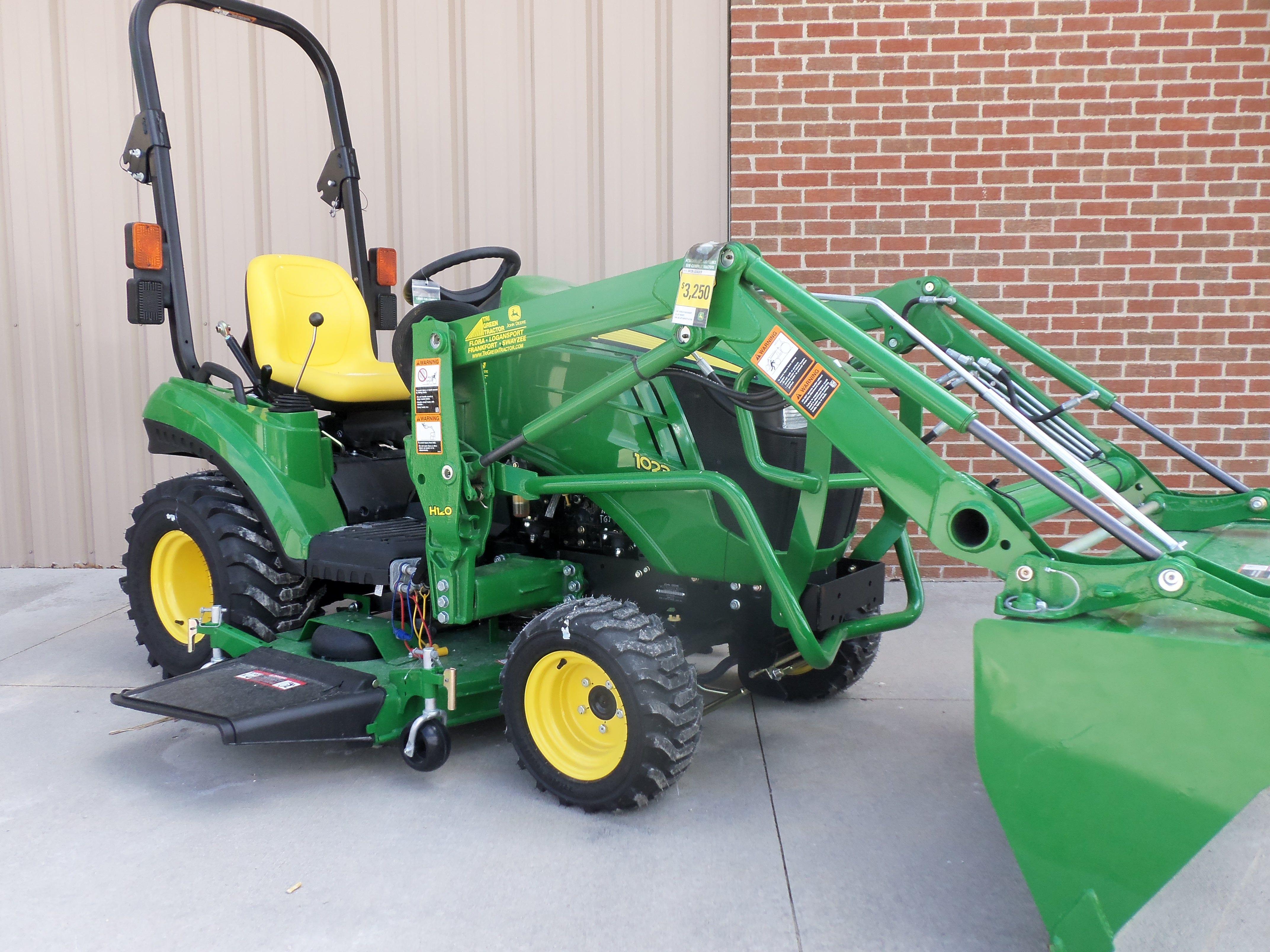 John Deere 1023E with H120 loader