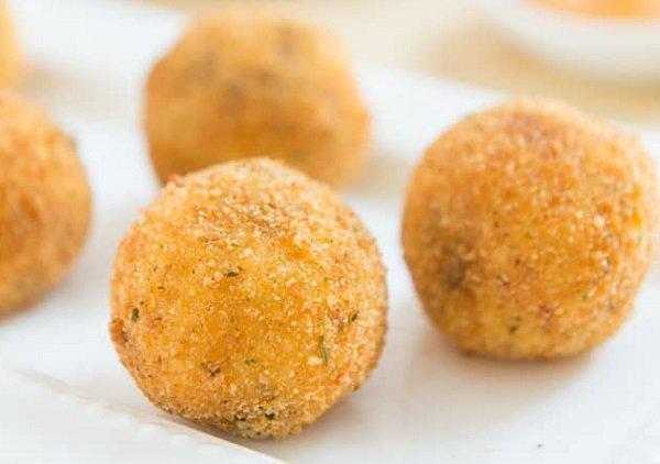 طريقة عمل كرات البطاطس المقلية بالبيض طريقة Recipe Potato Croquettes Croquettes Chorizo And Potato