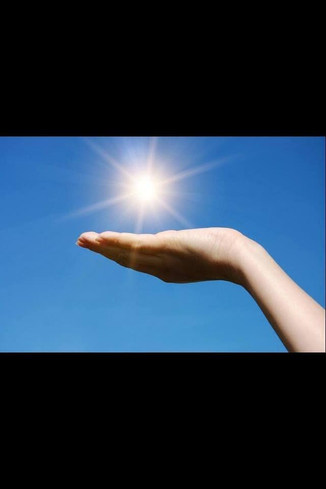 Öffne einfach Deine Faust - und der Himmel befindet sich in Deiner Hand. - Sri Sri  Erfahre es selbst, im Art of Living Happiness Programm: http://www.artofliving.org/de-de/the-art-of-living-happiness-programm-die-kunst-gluecklich-zu-sein