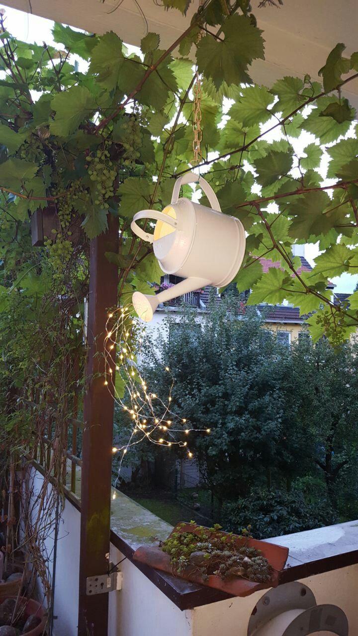Einzigartige Diy Gartendeko Mit Giesskanne Und Led Lichterkette Garten Deko Ostern Garten Diy Gartendeko