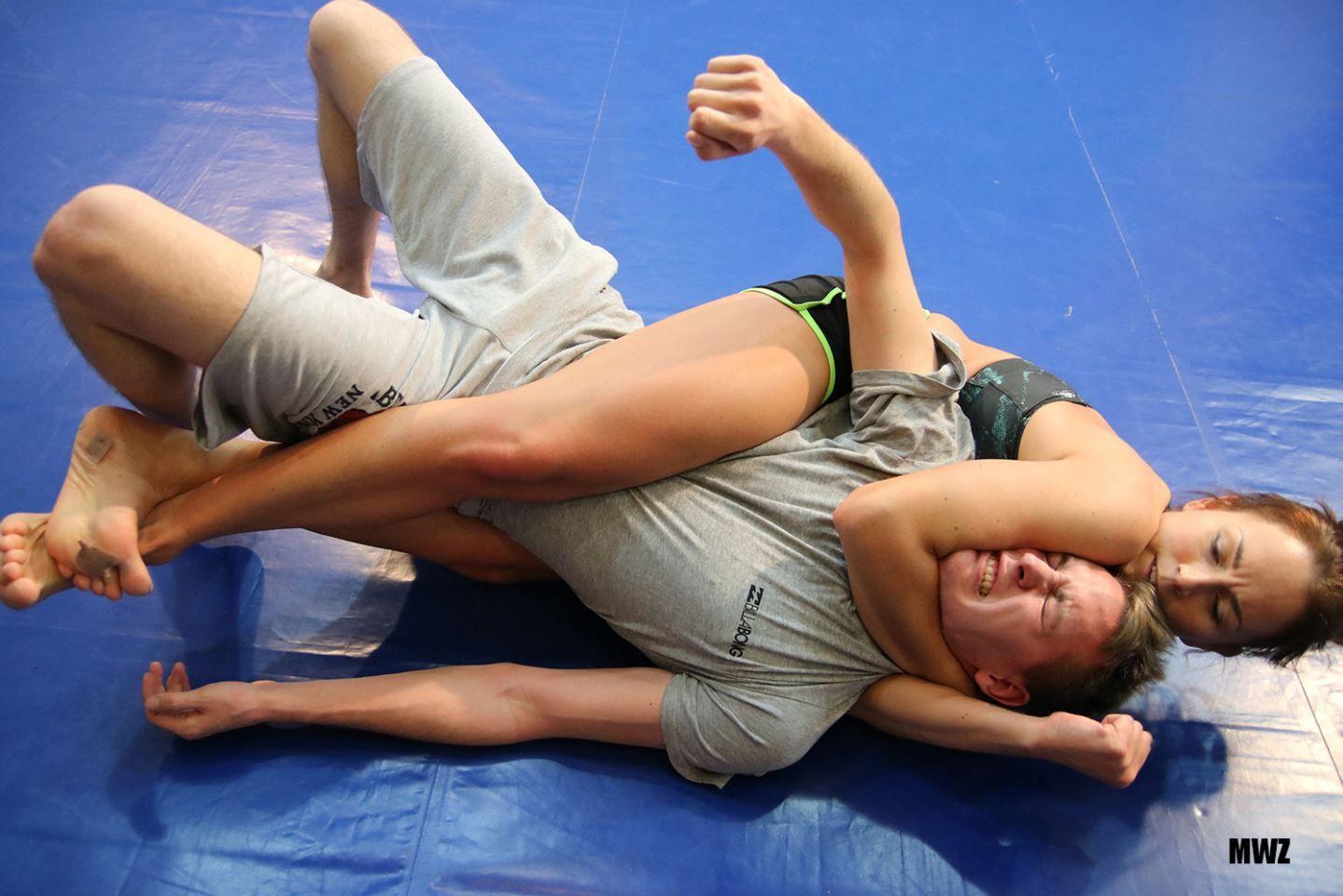 szamanta vs akos @mixed wrestling zone | submission wrestling