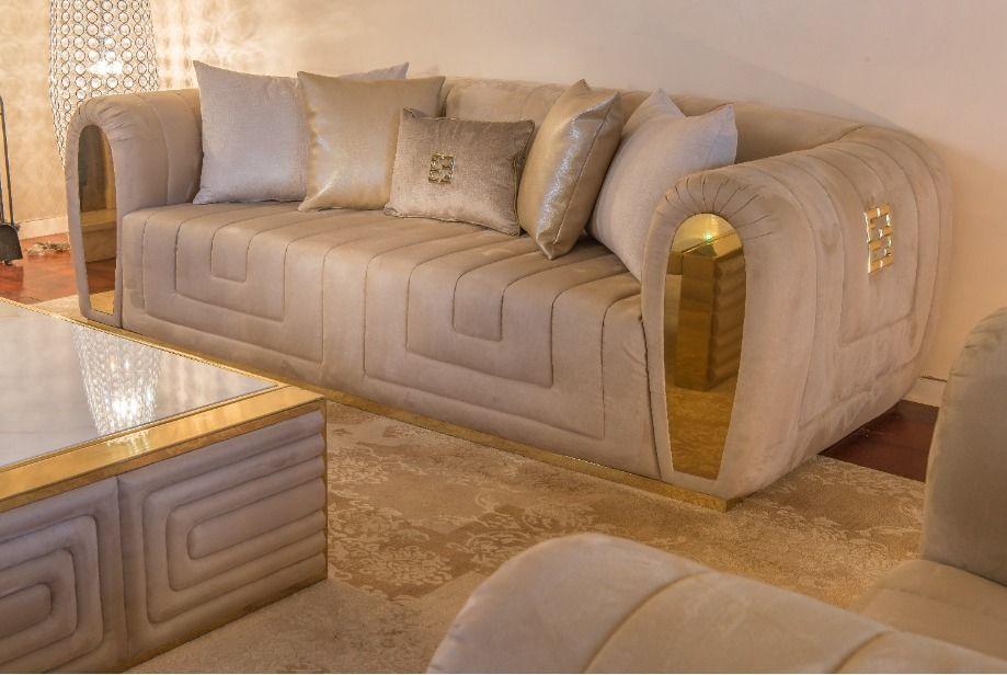 Stunning ideas for your villa. #fertinicasaluxury #luxuryfurniture #luxurydesign #luxuryinteriors #luxuryliving #luxuryhomes #majlis #burgundy #dubaiinteriordesigner