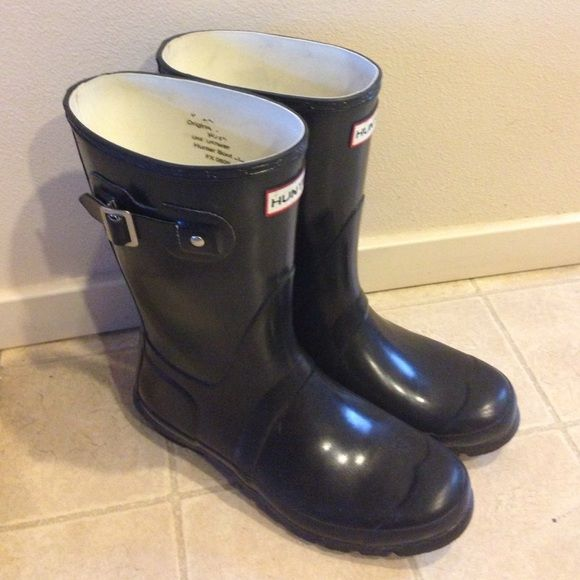 Hunter Short Rain Boot SZ 8 Black These are a fantastic and well made boot that are just perfect for a rainy day! Theses are couple years old & show some wear and tear as they have been well worn. There is little cracking around label, spot on right toe ( as depicted in photo) and signs of wear on heal. They still have a lot of life in them as Hunter is an excellent brand. Also they are black and shiny. Hunter Boots Shoes Winter & Rain Boots