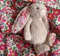 Un lapin en tissu Liberty Betsy #animauxentissu
