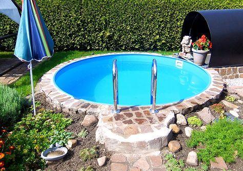 Ein kleiner, feiner Swimmingpool für einen kleinen, zauberhaften Garten. So ist die schnelle Erfrischung im Sommer für Zwischendurch gesichert ;-) #gartenpool #swimmingpool #schwimmbecken #planschbecken #poolimgartenideen