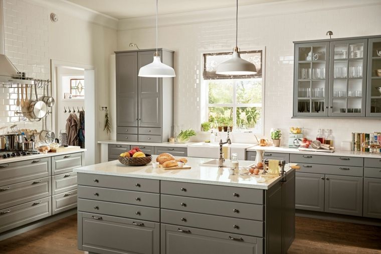 cucina-stile-country-arredamento-colore-grigio-lampade-sospensione ...