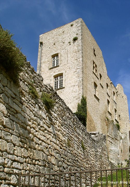 Marquis De Sade Castle In Lacoste Provence France The Castle Is Almost Completely Destroyed But It Recovers On The Castle France Baux De Provence Provence