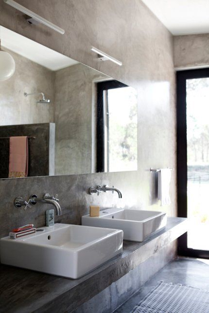 Une Salle De Bains Brut Et Nature Salle De Bain Béton Ciré - Salle de bain en béton ciré