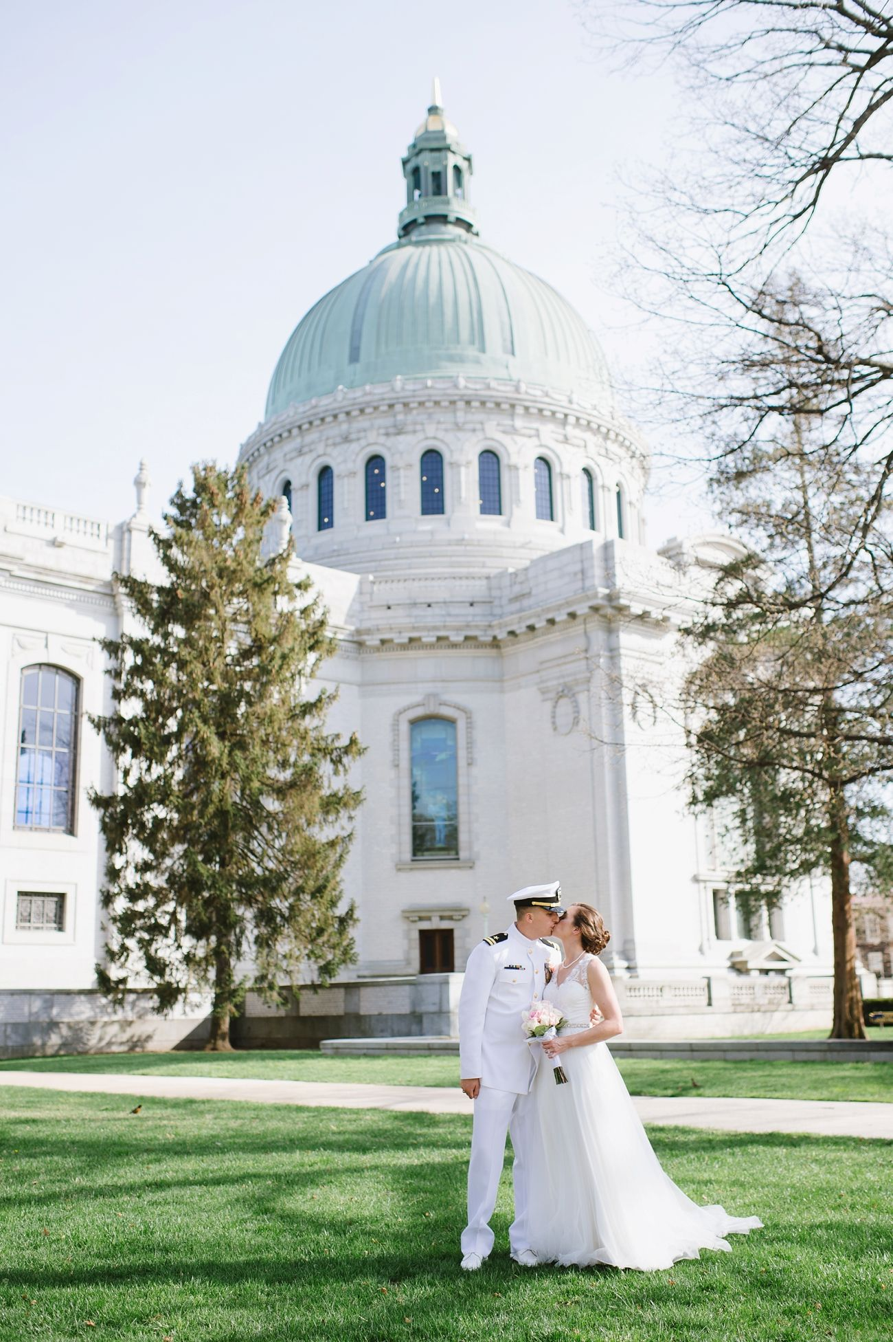 A Spring Naval Academy Chapel Wedding At The Officer S Club And Pictures In Superintendant Garden By Annapolis Photographer Natalie Franke