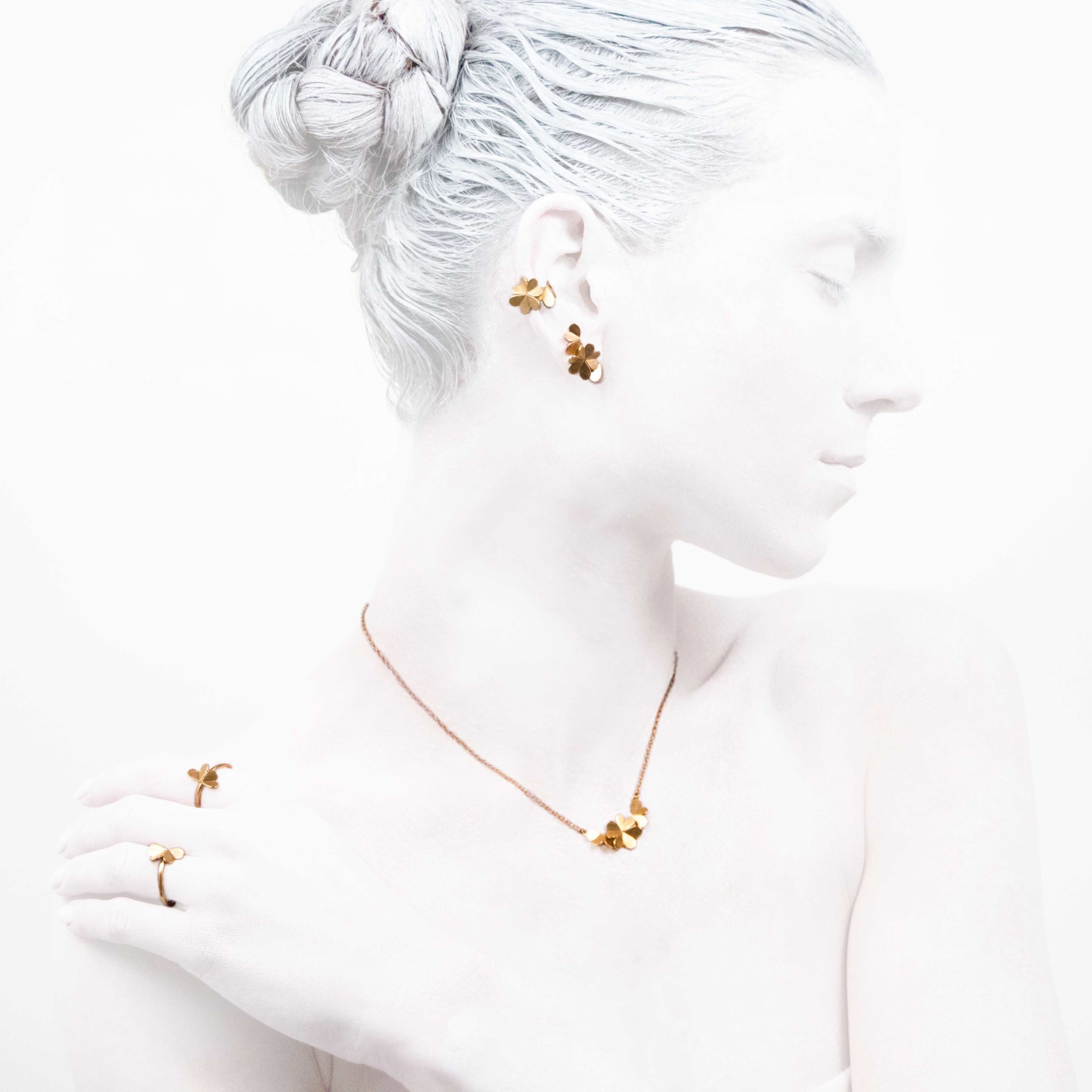 'Elegancy in White' Clover Collection #leifoojewelry #jewelry #jewelryinspirations #fashionphotography #fashionblogger #catwalkavenuebyandrea #PhotographybyMichaelaVallachova #Artistic #awesomework #Geisha