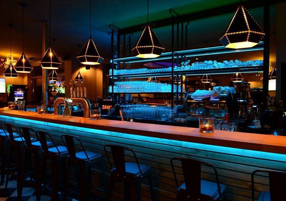 Heubergredder 38 22297 Hamburg Roxie Alsterdorf Hamburg Bar Restaurant Cafe Sportsbar Scsperber Fussball Lampen Inne Landmarks Times Square Travel